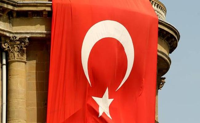bendera turki belfasttelegraph.co .uk  - Pengadilan Politik Terhadap Pengacara di Turki
