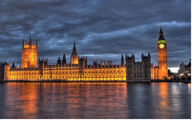 parliament commons.wikimedia.org  - Karir Politik Sarjana Hukum di Inggris