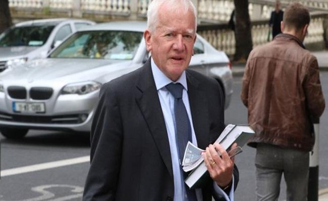 barry white photo collins courts - Pensiunan Hakim di Irlandia Memenangkan Gugatan Untuk Berpraktik Sebagai Pengacara