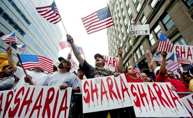 Demonstrasi Anti Syariah di Amerika islam.ru  - Pelarangan Hukum Syariah di Amerika Serikat Masih Menjadi Perdebatan