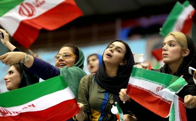 gossipmill.com  - Aturan Hukum Baru Dikuatirkan Mengurangi Prospek Kerja Perempuan di Iran