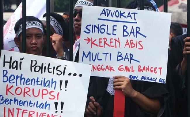 Advokat Menggugat
