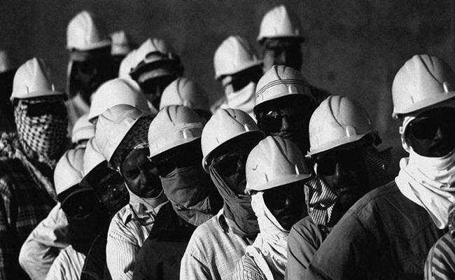 Pekerja migran di Qatar building.co .uk  - [Qatar] Revisi Undang Undang Ketenagakerjaan, Sistem Kafala Dihapuskan
