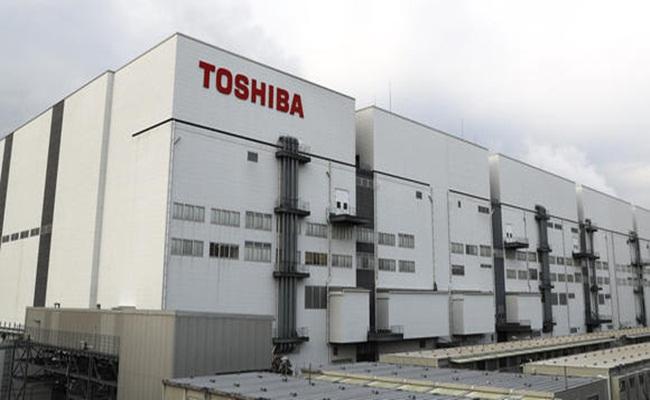 Fasilitas Pabrik Toshiba di Yokkaichi Jepang asia.nikei .com arsip - Sengketa Arbitrase Toshiba Dalam Penjualan Flash Memory