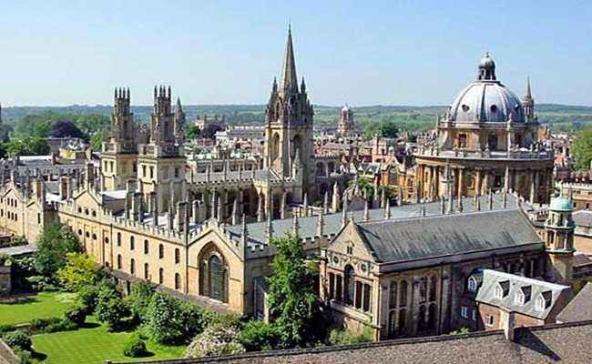 University of Oxford tempat menempuh studi hukum terbaik di Eropa britannica.com  - [Eropa]14 Sekolah Hukum Terbaik