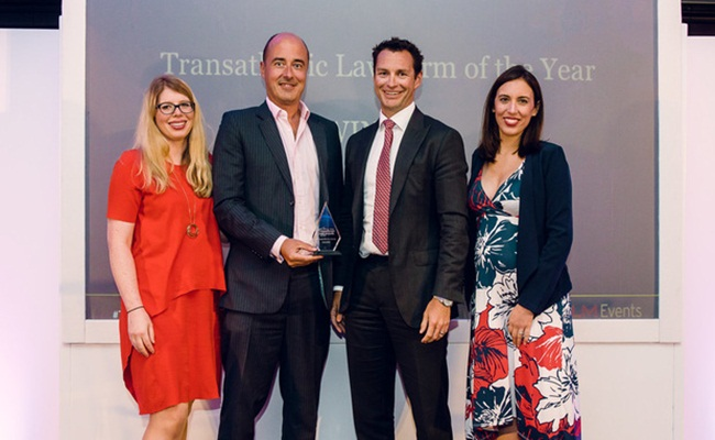 Pengacara dari law firm Kikland Ellis tengah law.com  - Pemenang The Transatlantic Legal Awards 2018