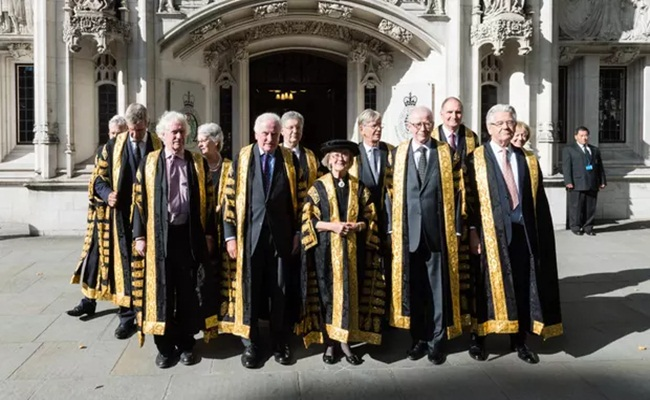 UK Supreme court judges termasuk Lady Arden and Lord Kitchin theguardian.com Wiktor Szymanowicz Barcroft Images - Mahkamah Agung Inggris Menyumpah Dua Hakim Agung Baru