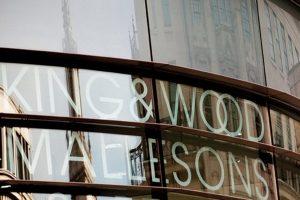 King & Wood Mallesons Diinvestigasi Karena Pengacaranya Bekerja Melebihi Batas