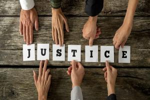 """[Amerika Serikat] """"Justice"""", Menjadi Kata Terpilih Merriam Webster Pada 2018"""