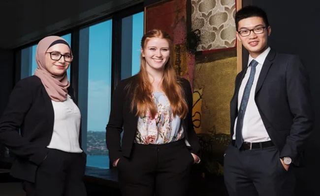 James Brickwood afr.com  - [Australia] Perekrutan Fresh Graduate di Enam Firma Hukum Besar