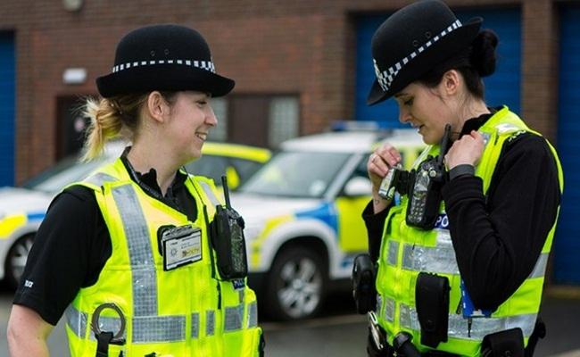 Foto Istimewa 1 - [Inggris] Teknologi Membantu Tugas Polisi